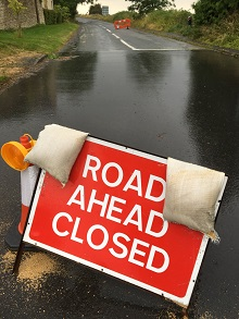 Road-closed-sign-oldA40-220w